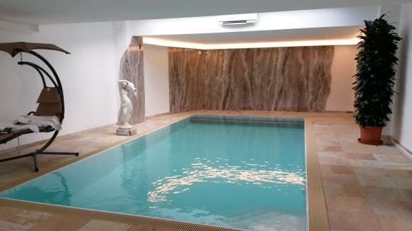 Schwimmbecken   Übersicht   Typen   Materialien